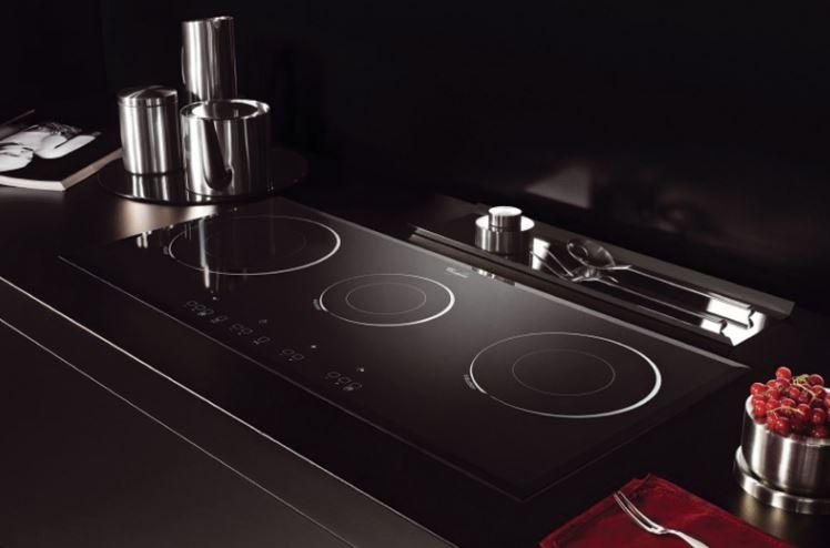 Hình ảnh bếp từ 3 vùng nấu