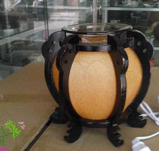 Đèn xông tinh dầu bằng chất liệu gỗ